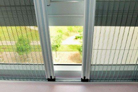 lắp đặt cửa lưới chống muỗi.jpg